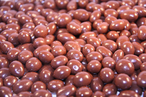 Picture of Milk Choc Peanuts in 1kg bag